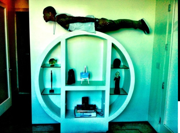 chris brown planking
